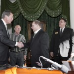 Lt. Governor David Dewhurst visited with Deer Park PARD Assistant Director Charlie Sandberg, Parks and Recreation Commissioner Tommy Ginn and Director Scott Swigert at Parks Day at the Texas Capitol Jan. 16. Photo Courtesy of Texas Senate Media Services